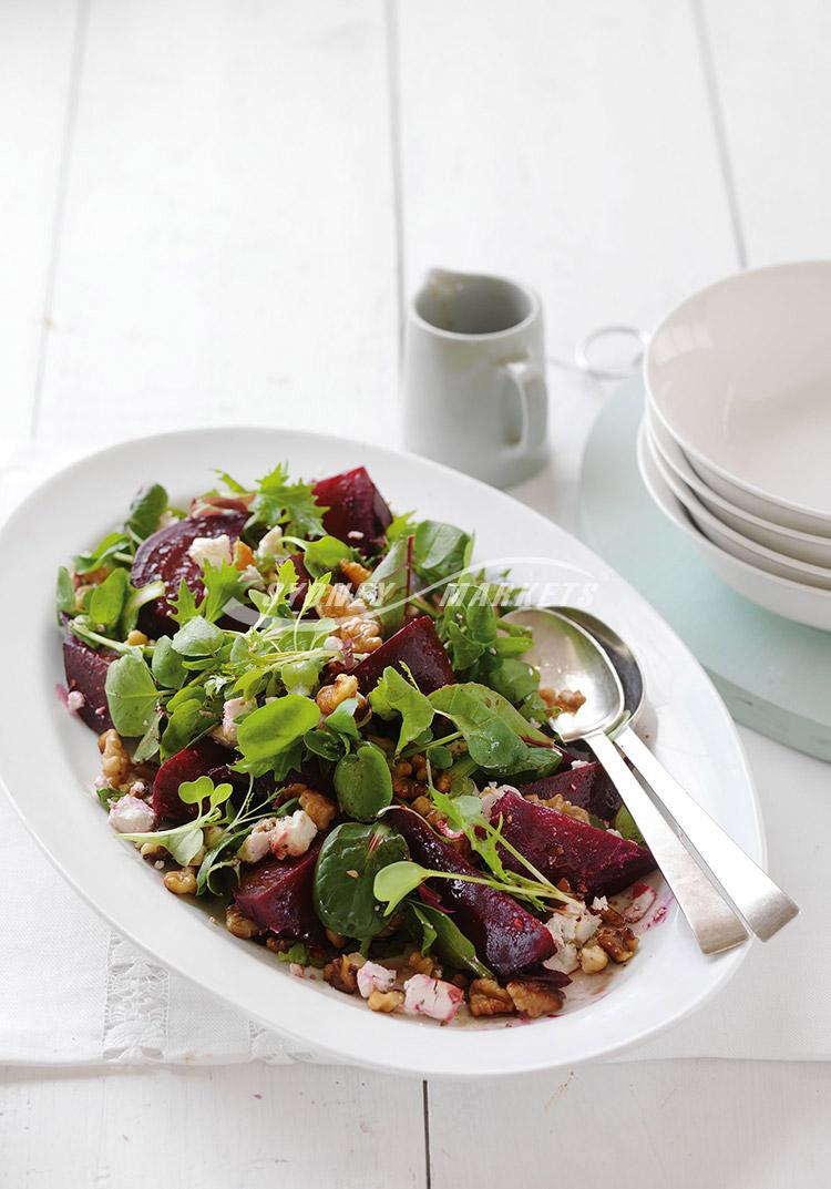 Beetroot, spinach & goat's cheese salad
