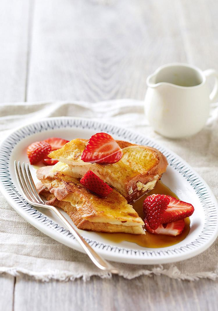 Strawberries with ricotta French toast sandwiches